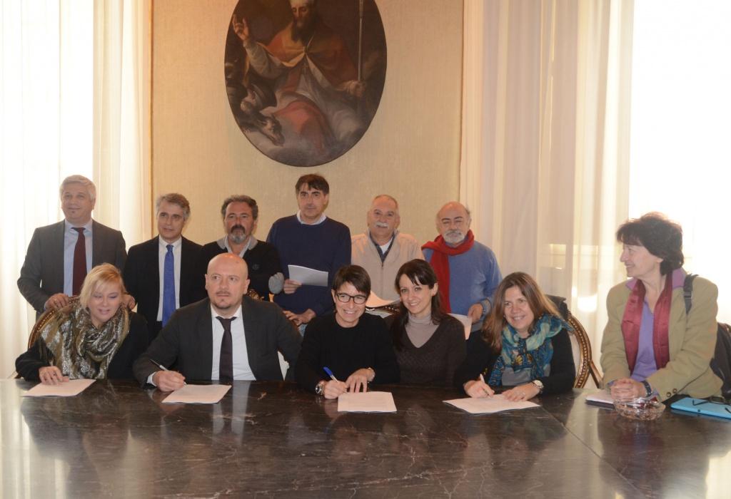 """Più lavoro per le coop sociali """"di tipo B"""": firmato il protocollo del Comune di Forlì"""