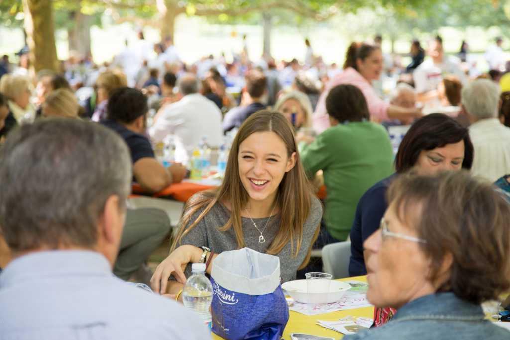 Ottocento persone a tavola per il pranzo solidale. Cooperative in prima fila