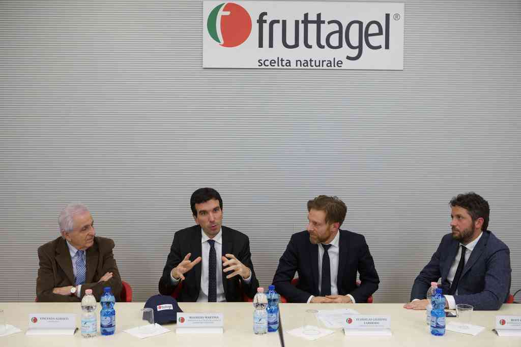 Le foto del ministro Martina in visita alla Fruttagel di Alfonsine [gallery]