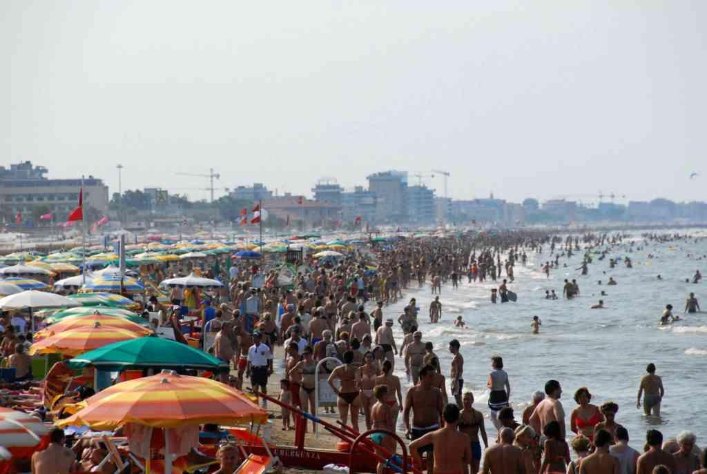 Abusivismo commerciale in spiaggia: bene l'impegno delle istituzioni